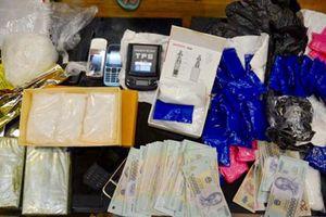 Vừa ra tù, 'nữ quái' tiếp tục buôn bán ma túy, tàng trữ súng