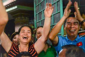 Mẹ Duy Mạnh: 'Philippines khó thắng Việt Nam khi đá ở Mỹ Đình'