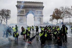 Biểu tình biến thành bạo loạn ở Paris