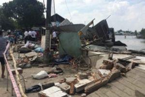 Sạt lở bờ sông cuốn mất ba căn nhà ở TP Long Xuyên