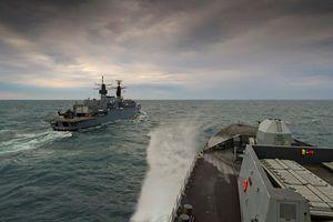 Bị 17 máy bay Nga dọa, gần 200 thủy thủ tàu chiến Anh sợ 'vỡ mật'
