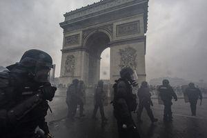 Quang cảnh như 'chiến trường' tại Paris sau vụ biểu tình bạo lực