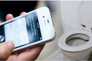 Điện thoại bẩn gấp 7 lần… bồn cầu vệ sinh