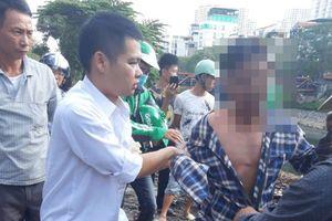 CSGT cứu sống người đàn ông nhảy sông Tô Lịch
