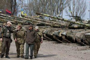 Ucraine triển khai quân tới gần biên giới Nga