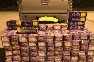 Tóm gọn xe bán tải khoan gầm thùng để giấu 340kg pháo