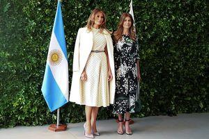 Bà Melania Trump diện váy Dior trị giá 230 triệu khi ghé thăm bảo tàng nghệ thuật