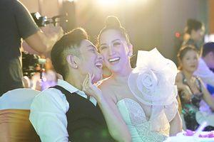 Phan Hiển đáp trả khi bị chỉ trích lấy vợ hơn tuổi, trù ẻo không sống thọ