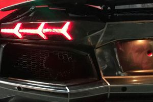 CLIP: Nẹt phô ăn mừng 'quá đà', Lamborghini Aventador cháy đuôi