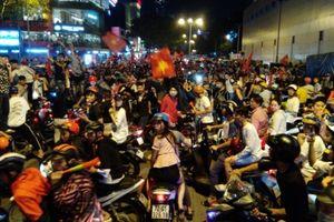 TP.HCM: 55 trường hợp vi phạm giao thông trong đêm 'đi bão'