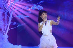 Hồng Nhung quay trở lại sân khấu sau khi nhập viện vì suy nhược