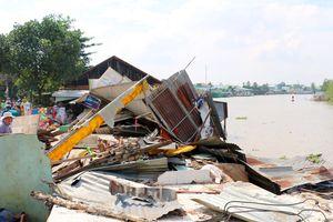 3 căn nhà sạt lở hoàn toàn xuống sông Long Xuyên