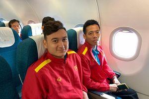 Tuyển Việt Nam vui vẻ bay chuyên cơ về Hà Nội sau chiến thắng Philippines