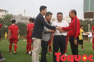 Xạ thủ số 1 Hàn Quốc lễ phép cúi chào HLV Park Hang-seo