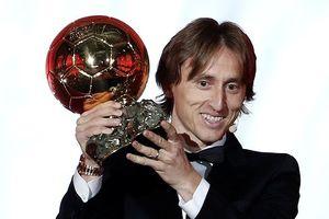 Khoảnh khắc Luka Modric rạng rỡ nhận danh hiệu quả bóng vàng 2018