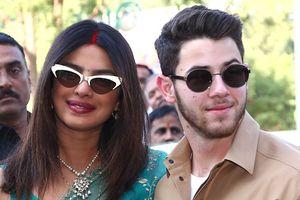 Nick Jonas và vợ Hoa hậu thế giới xuất hiện tình tứ sau đám cưới