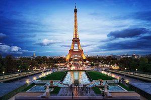 Vì sao không được chụp ảnh tháp Eiffel vào ban đêm?
