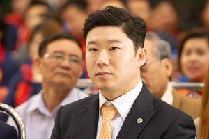 Hoàng Xuân Vinh nhận HCV từ xạ thủ 4 lần vô địch Olympic