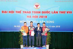 Bộ trưởng Nguyễn Ngọc Thiện trao thưởng cho các xạ thủ bắn súng xuất sắc