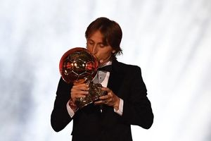 Hạ Ronaldo và Messi, Modric sẽ giúp Quả bóng vàng ngày một giá trị?