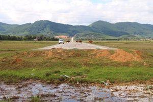 Hà Tĩnh: Làm 2km đường tốn 52 tỷ rồi để cụt, thành nơi cho bò phóng uế