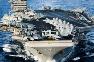 Mỹ điều tàu sân bay đến Vịnh Ba Tư nắn gân Iran