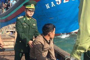 Vượt sóng cứu ngư dân