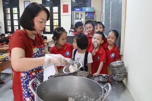 Hà Nội: 800.000 học sinh ăn bán trú trong 1 ngày