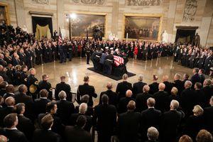 Cố Tổng thống Bush về dưới mái vòm Điện Capitol