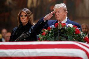 Tổng thống Trump đến viếng cố Tổng thống George H.W. Bush tại Điện Capitol