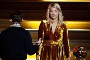 Nam MC bị tố quấy rối tình dục 'Quả bóng vàng nữ' trên sóng trực tiếp
