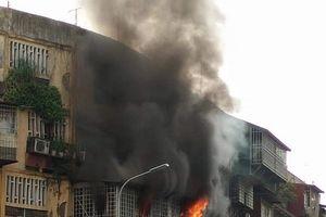 Cháy 'chuồng cọp' nhà chung cư cũ, nhiều người hốt hoảng tháo chạy
