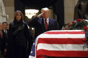 Thi hài cố Tổng thống Bush (cha) tới Washington chuẩn bị lễ quốc tang