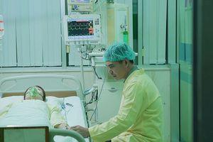 'Gạo Nếp Gạo Tẻ': Bỏ mặc mẹ con Phúc, Kiệt vào viện chăm sóc Hân