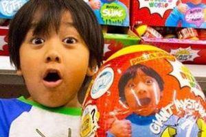 Ngỡ ngàng với cậu bé 7 tuổi kiếm 22 triệu USD nhờ YouTube
