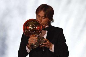Vượt qua Ronaldo và Griezmann, tiền vệ Luka Modric giành danh hiệu Quả bóng vàng 2018