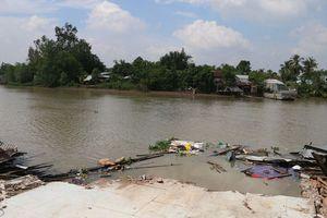 An Giang: Sạt lở làm 3 căn nhà bị cuốn trôi xuống sông