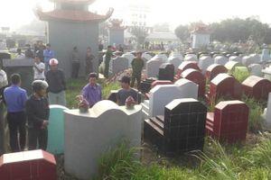 Gần 100 ngôi mộ bị phá bát hương