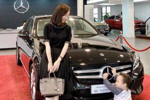 Hậu chia tay Mạc Hồng Quân, hot girl Ly Kute hạnh phúc bên con trai và thường xuyên tậu xe hơi mới