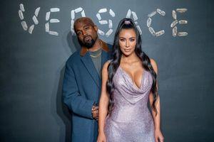 Kim Kardashian mặc váy ngắn khoe đường cong huyền thoại tại tiệc thời trang