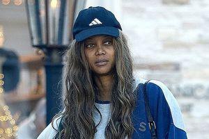 Fan sốc nặng khi Tyra Banks để mặt mộc xập xệ già nua ra phố
