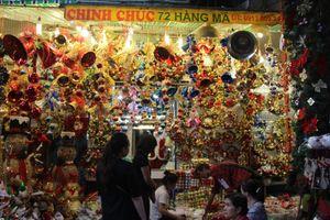 Hà Nội: Phố Hàng Mã rực rỡ sắc màu Noel dù Giáng Sinh chưa đến