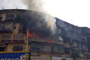 Hà Nội: Cháy lớn tại khu tập thể cũ trên đường Tôn Thất Tùng