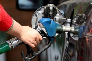 Giá dầu thế giới tăng vọt 4%