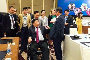 Bộ trưởng ngồi xe lăn vẫn trăn trở cải cách