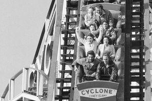Loạt ảnh tiết lộ những trò vui tại công viên giải trí ở Mỹ ngày trước