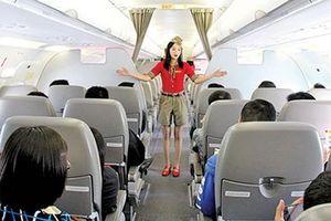 Hành khách đập vách máy bay, dọa đánh tiếp viên vì bị đổi nơi hạ cánh