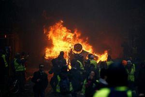 Bạo loạn ở Paris: Phe 'Áo vàng' cần 'cả chiếc bánh mì' chứ không phải 'vụn bánh'