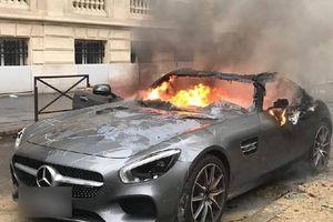 Bạo động ở Pháp, Porsche, Mercedes bị phá hủy không thương tiếc