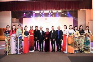 Huyền My, Quỳnh Búp bê khoe sắc với áo dài Đỗ Trịnh Hoài Nam